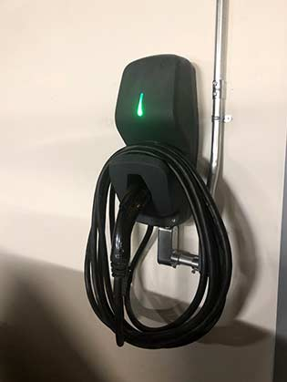 Électrification du stationnement de Cité Cosmo | EVSE Installation at Cité Cosmo