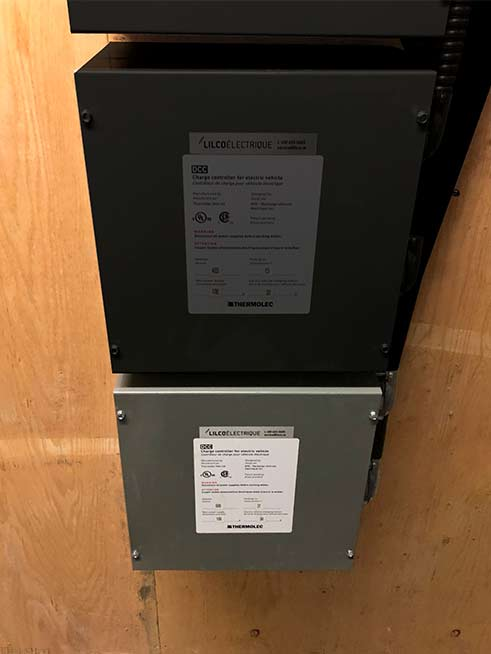 DCC-9 units added at Victoria, learn how this condo added a new wall for vehicle charging to their parking stalls in Montreal. | Contrôleur de charge pour véhicules électriques.