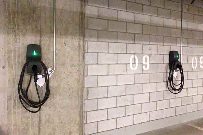 Stationnement de condo avec bornes de recharge à Montréal. | Installation Image of condo where underground parking added electric vehicle charging with energy management systems. Two FLO G5 chargers have been added here.