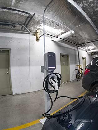 Installation de bornes de recharge au Logan Lane | EV chargers installation at Logan Lane
