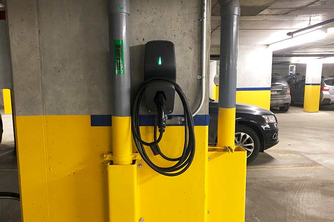 Installation de bornes de recharge au Gallery 2. | EV chargers installation at Gallery 2.