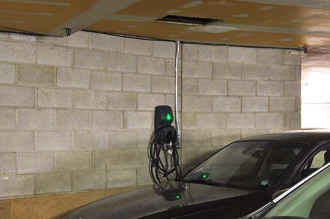 Installation de bornes de recharge au Victoria Phase 2. | EV Chargers installation at Victoria Phase 2.