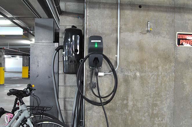 DCC comme solution de recharge dans ces condos de Laval. | DCC as the charging solution in these Laval condos.